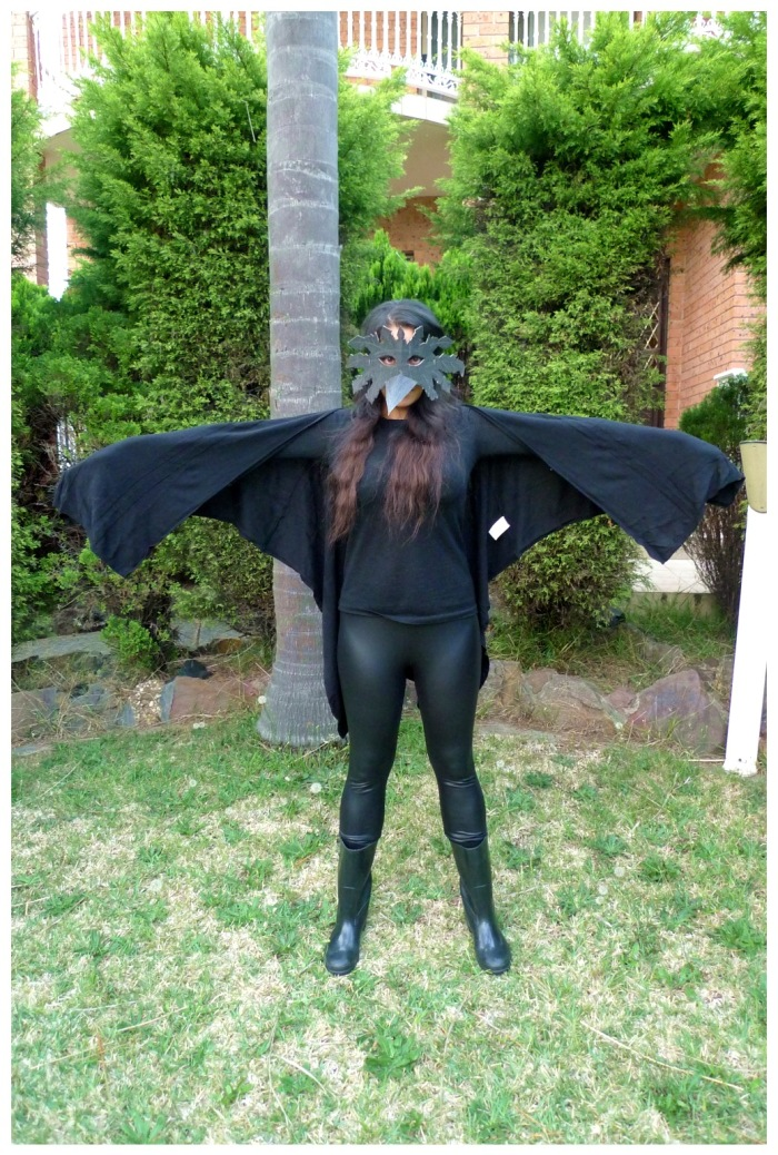 raven-costume-standing-striaght