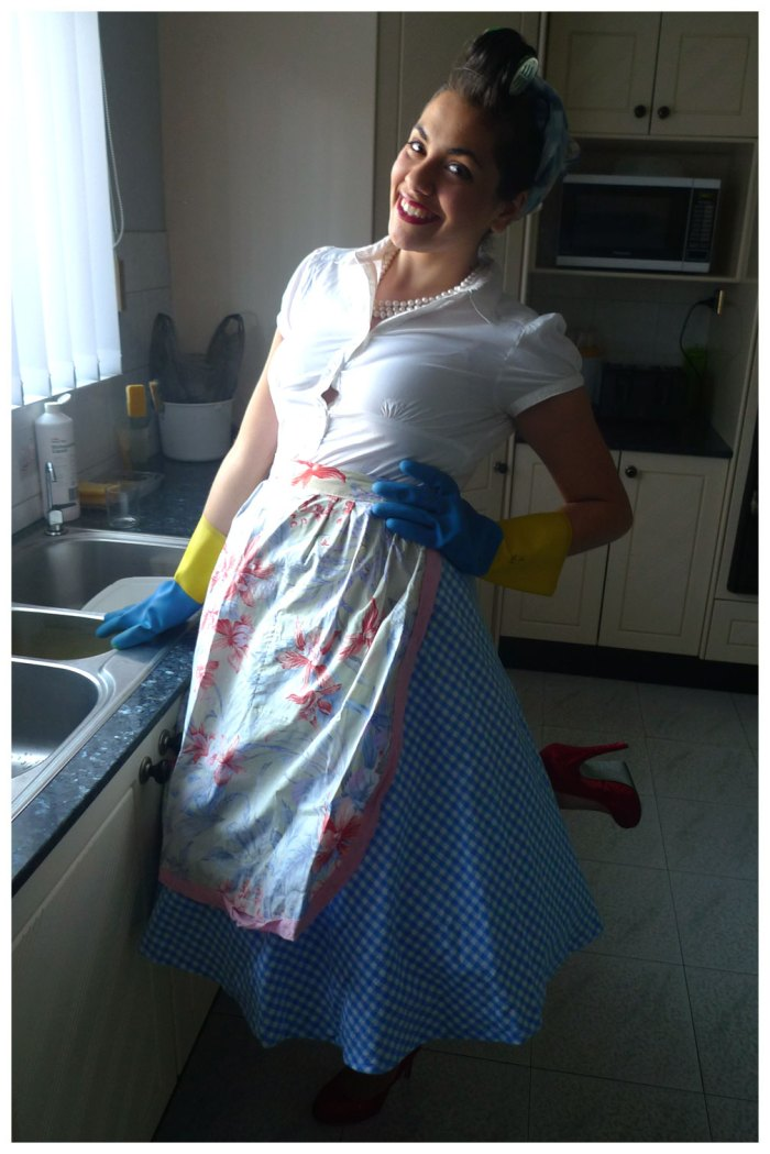 50's Housewife Costume